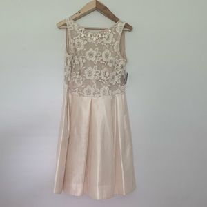Taylor, size 12, French Vanilla formal dress